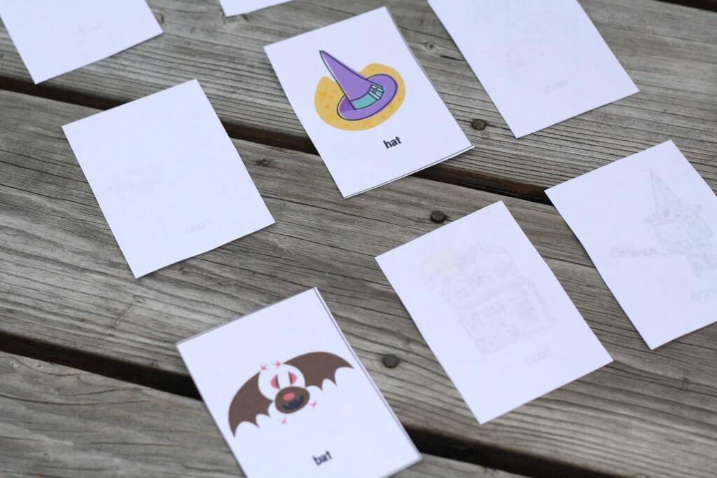 Free Printable Halloween Match Up! {Playdough to Plato}