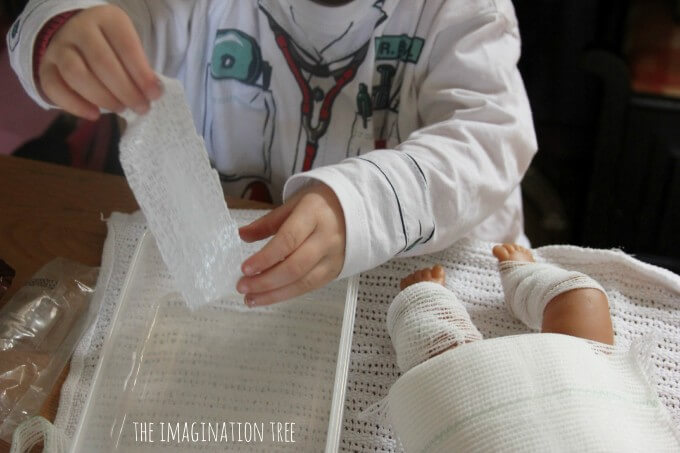 How-to-make-DIY-pretend-play-plaster-casts-680x453