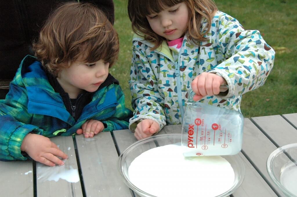 Simple science for kids. Make magic swirling rainbow milk!!