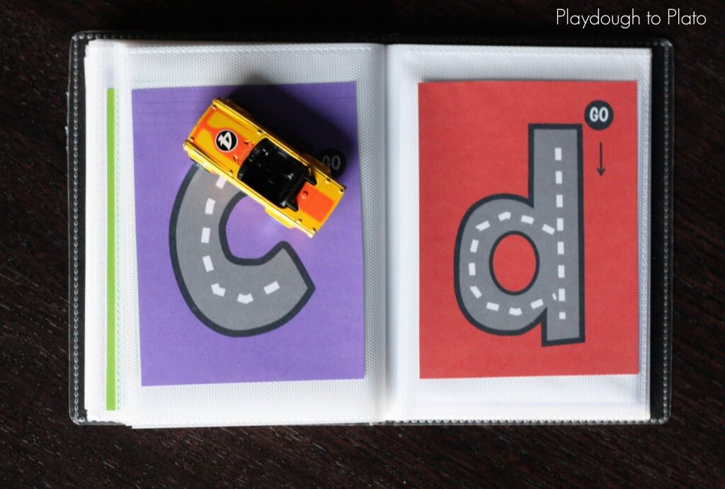 So cool!! Use these free printables to make a lowercase letter tracing book. What an awesome literacy center or busy bag!