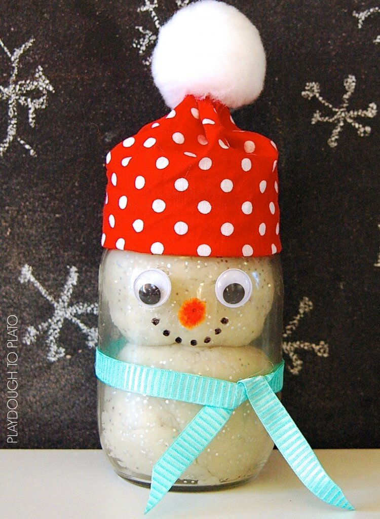 Super cute gift for kids. Make playdough snowmen kits in a jar!