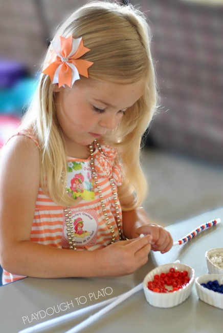 beading patterns to make fourth of july bracelets - Playdough to Plato