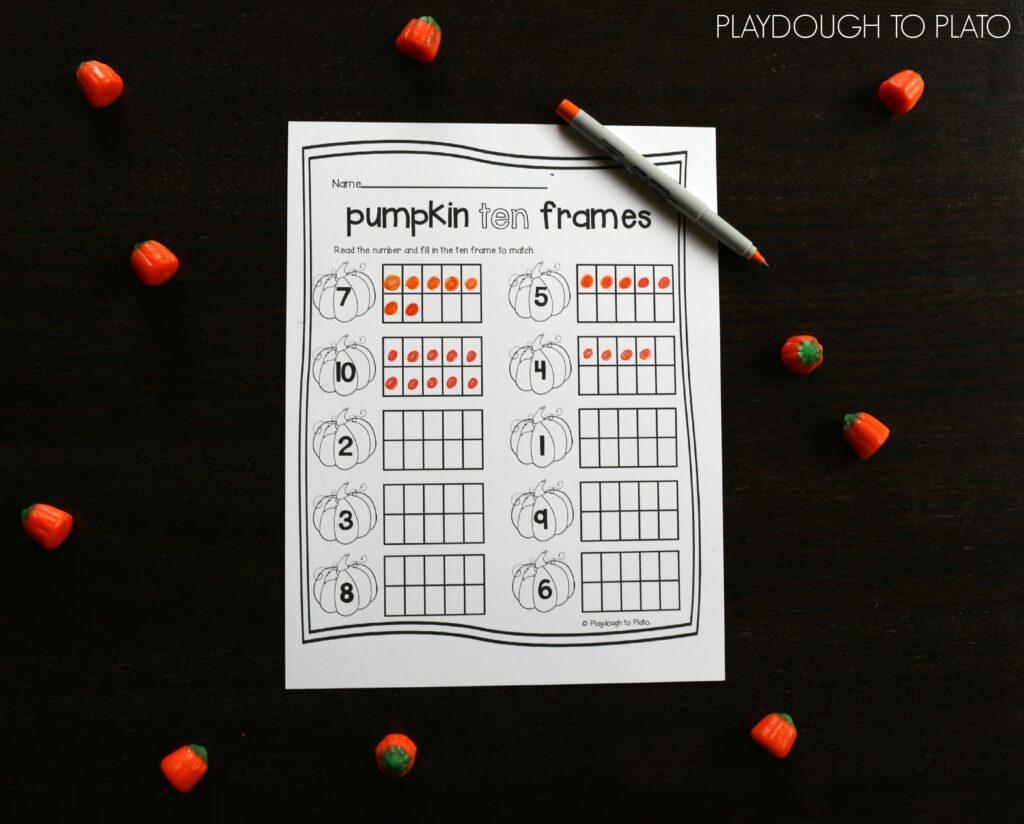 I love these pumpkin ten frames! Such a fun preschool math activity for fall!