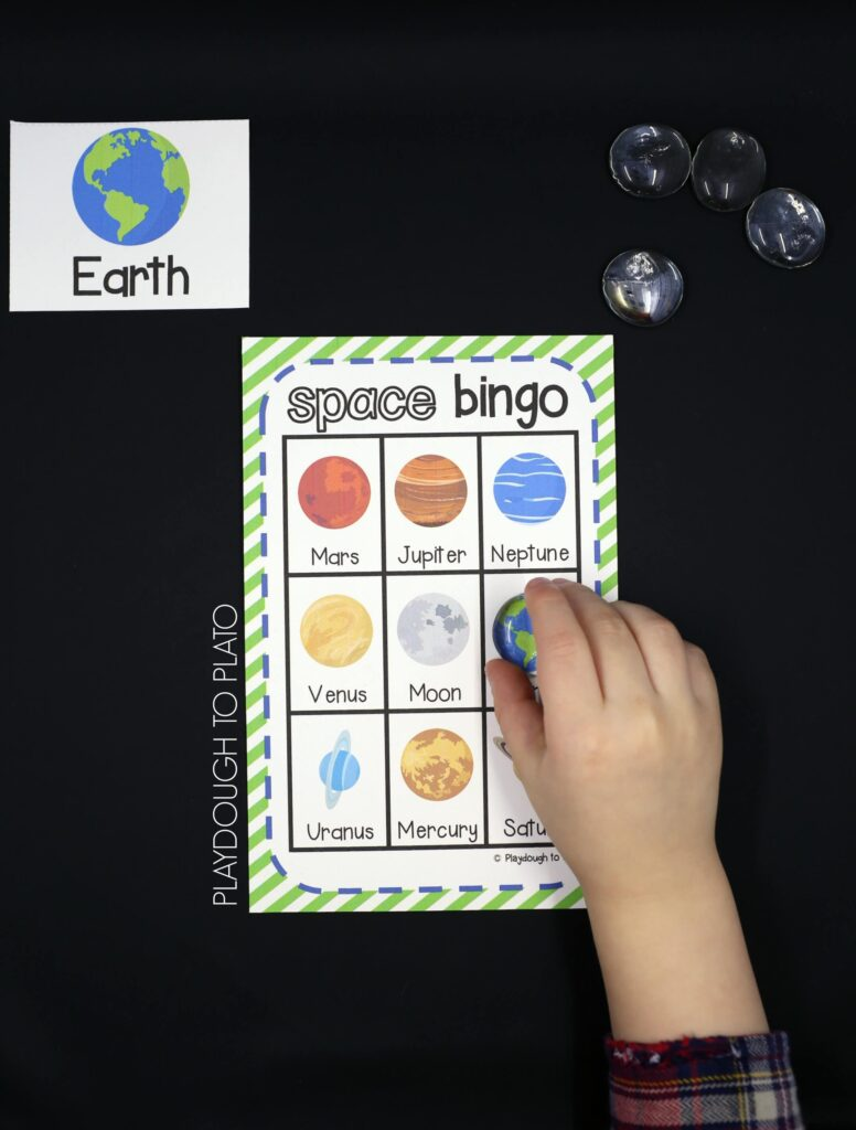 Fun space activity for kids! Play a round of FREE Space Bingo. Perfect for an outer space unit or science activity.