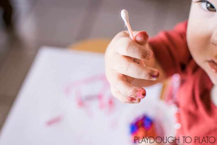 Super simple art activity without paintbrushes: Toddler Process Art with Q-Tips!