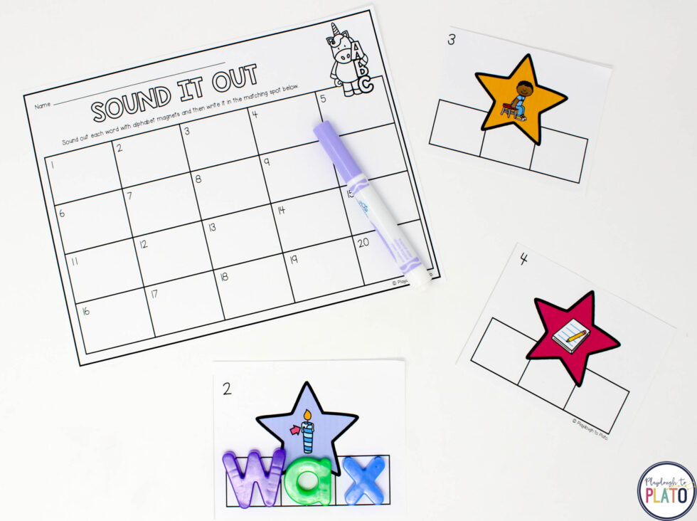 Practice spelling common U cvc words with this fun unicorn themed center.